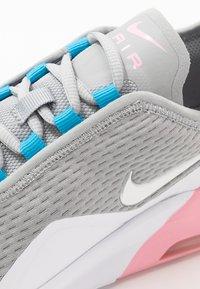 Nike Sportswear - AIR MAX MOTION 2  - Sneakers laag - light smoke grey/metallic silver/pink/laser blue - 5