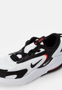 Nike Sportswear - AIR MAX BOLT UNISEX - Trainers - white/black crimson - 5