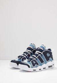 Nike Sportswear - AIR MORE UPTEMPO '96 QS - Baskets montantes - white/obsidian/total orange - 3