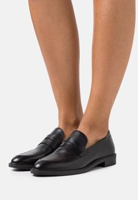Vagabond - FRANCES - Slippers - black - 0