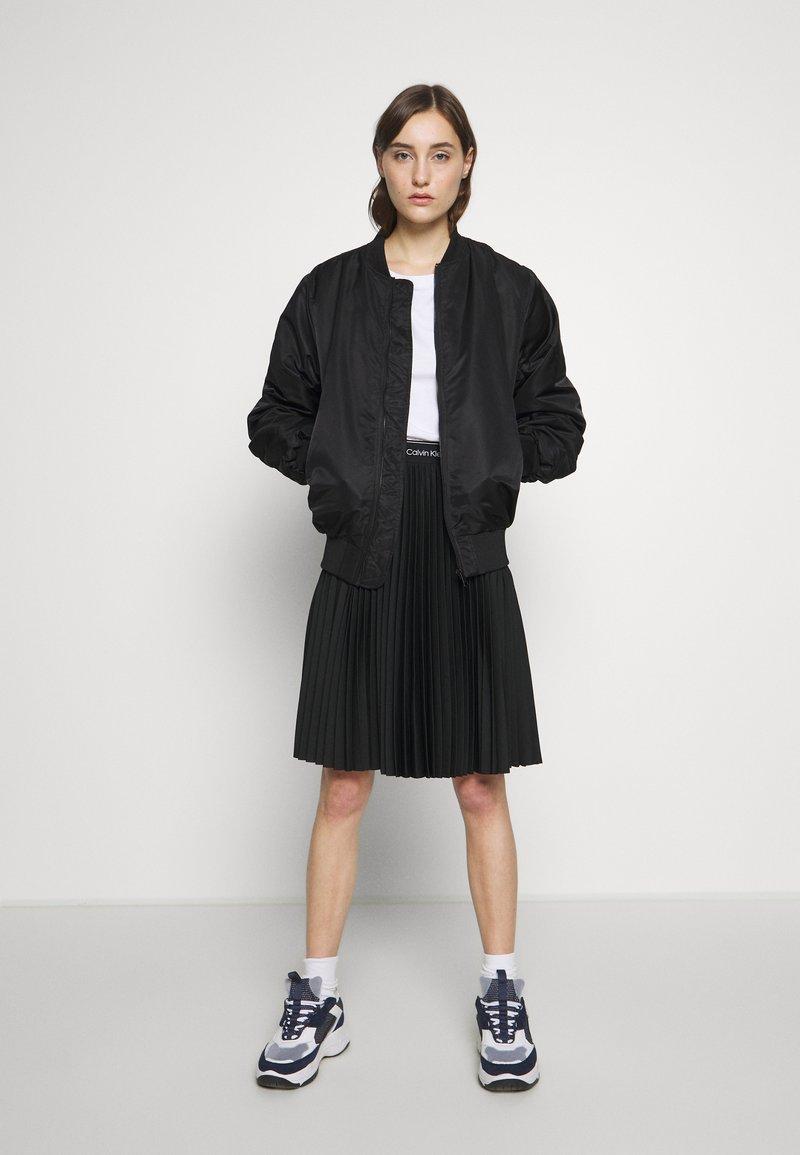 Calvin Klein Jeans - SLIM 2 PACK - Triko spotiskem - bright white