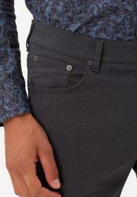 BRAX - STYLE CHUCK - Slim fit jeans - asphalt - 3