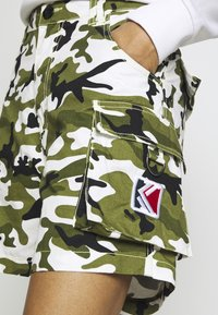 Karl Kani - Shorts - green/white/black/yellow - 4