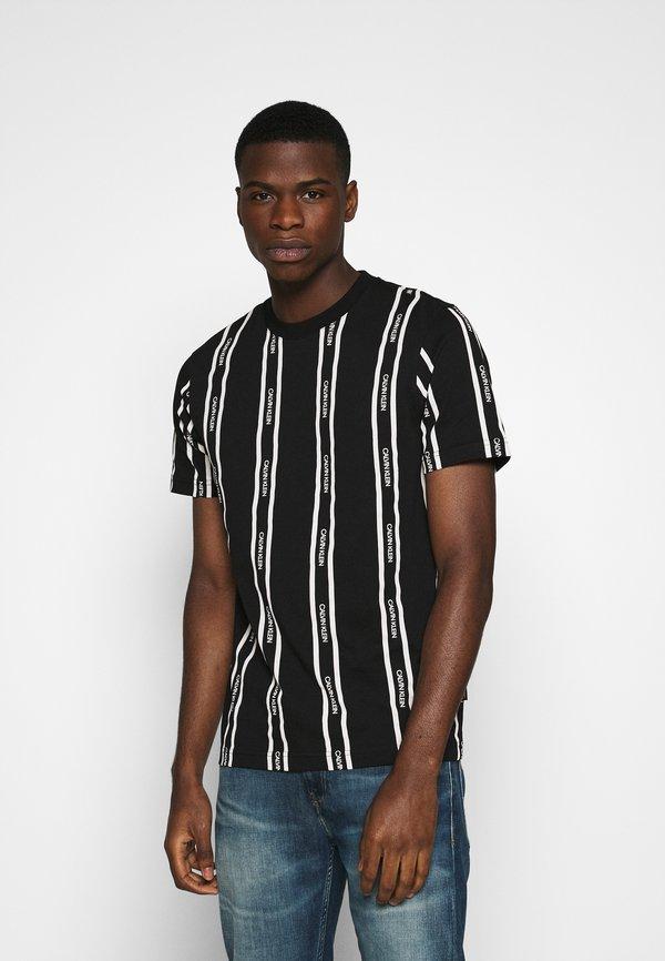 Calvin Klein VERTICAL LOGO STRIPE - T-shirt z nadrukiem - black/czarny Odzież Męska DDIK