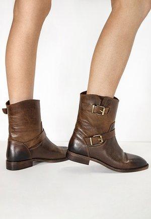 Cowboy/biker ankle boot - praline prn