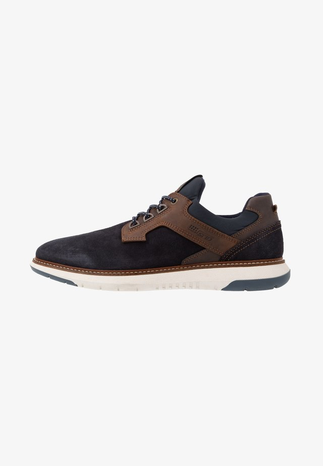 MATEON - Joggesko - navy/brandy