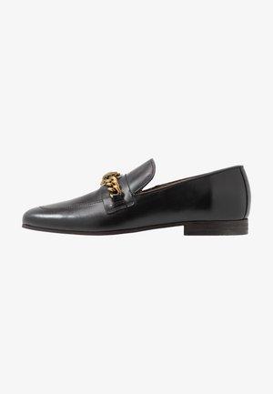 CHELSEA LOAFER - Nazouvací boty - black