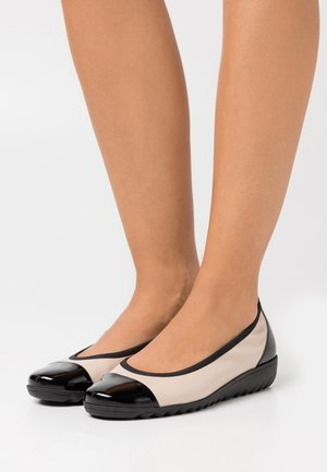 COURT SHOE - Ballet pumps - beige/black