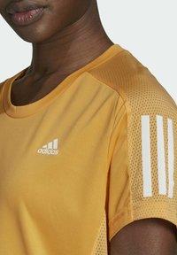 adidas Performance - OWN THE RUN T-SHIRT - T-shirt con stampa - orange - 3