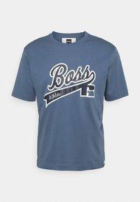 BOSS - BOSS X RUSSELL ATHLETIC - T-Shirt print - bright blue - 4