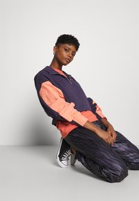 Nike Sportswear - HOODIE - Sweatshirt - dark raisin/crimson bliss/bright mango - 3