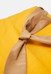 MAX&Co. - CHUTE - Tote bag - orange - 4
