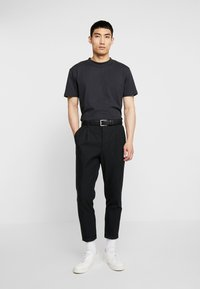 Minimum - AARHUS - Basic T-shirt - black - 1
