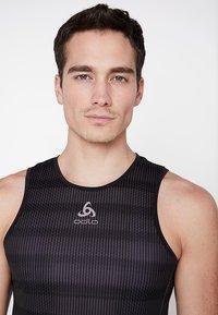 ODLO - CREW NECK SINGLET ZEROWEIGHT - Sports shirt - graphite grey /black - 4
