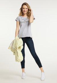 Schmuddelwedda - Print T-shirt - mottled light grey - 1