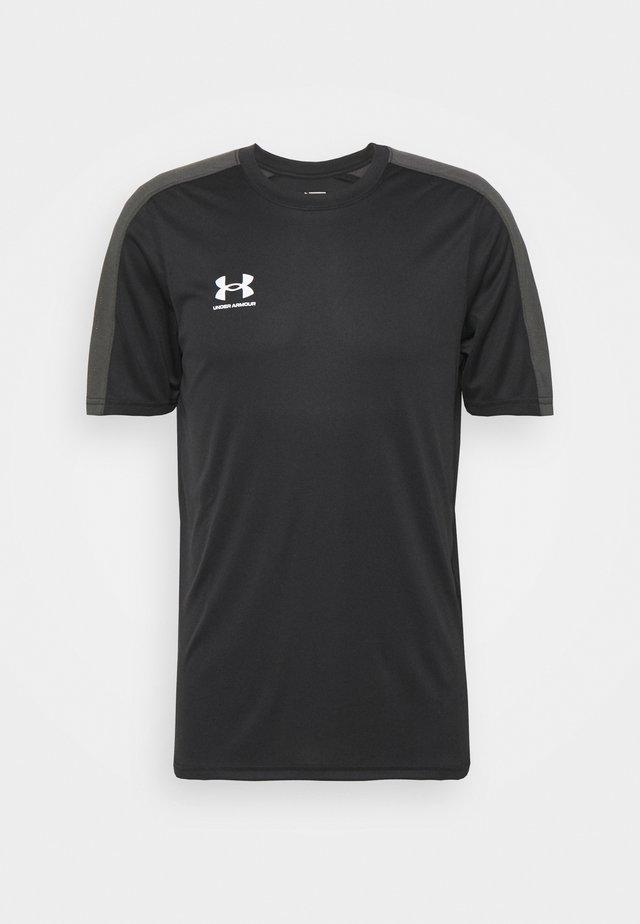 CHALLENGER TRAINING - T-shirt con stampa - black/white