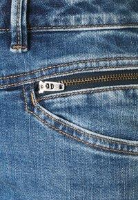 Esprit - COO - Jeansy Slim Fit - blue light wash - 2