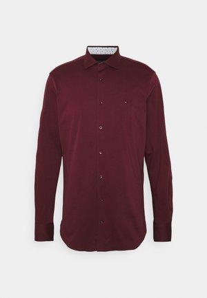 SOLID SLIM SHIRT - Kostymskjorta - deep rouge/white