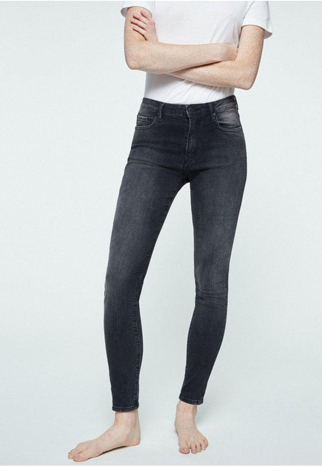 TILLY - Slim fit jeans - grey wash