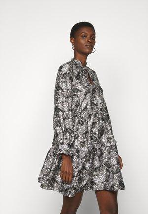 VMKIRA SHORT DRESS - Vestido informal - tornado