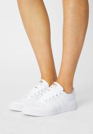 BRYONY - Sneakersy niskie - white/gold