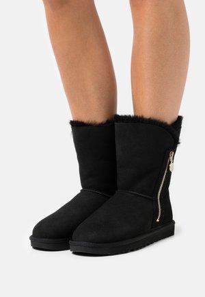 BAILEY ZIP SHORT - Snowboots  - black