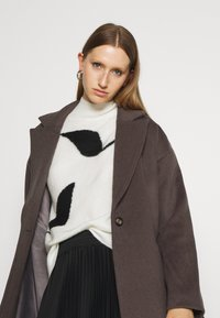 Bruuns Bazaar - SALLIE JEZZE COAT - Klassinen takki - earth brown - 3