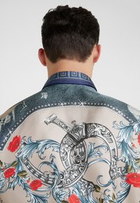 Versace Collection - CAMICIE TESSUTO - Košile - sabbia  stampa - 4