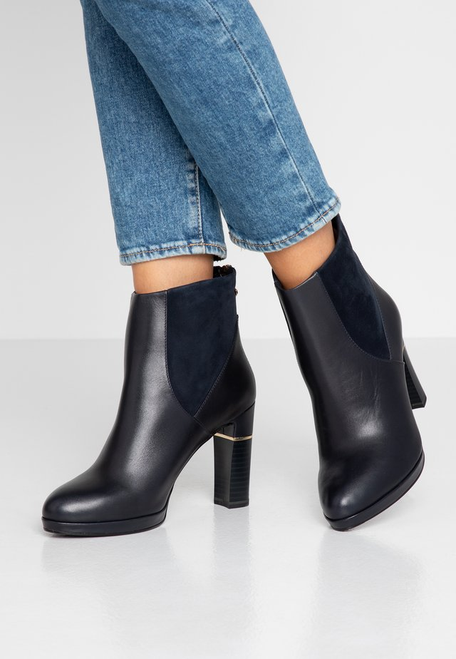Bottines à talons hauts - navy