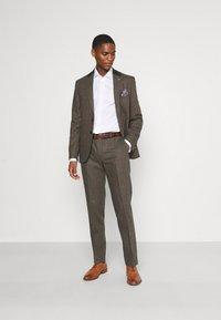 Shelby & Sons - SILVANNUS SUIT SET - Kostuum - brown - 1