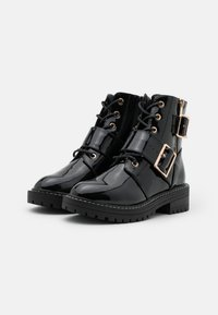 New Look - BUSY LACE UP CHUNKY - Cowboy/biker ankle boot - black - 2