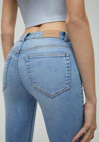 PULL&BEAR - LOW WAIST - Jeans Skinny Fit - light blue - 3