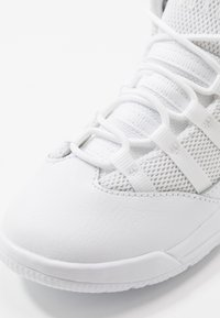 Jordan - MAX AURA BT - Zapatillas de baloncesto - white/black - 2