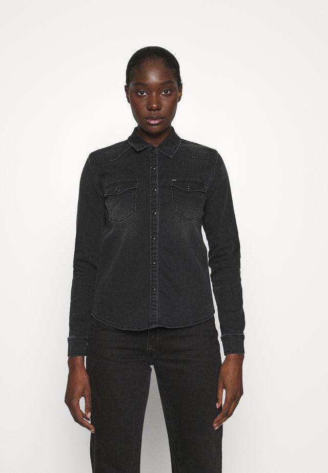 LUCINDA - Overhemdblouse - black denim