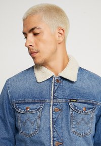 Wrangler - SHERPA - Light jacket - blue denim - 3