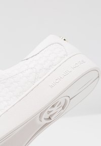 MICHAEL Michael Kors - COLBY - Sneakersy niskie - optic white