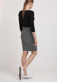 Zalando Essentials - Falda de tubo - black/white - 2
