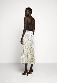 Victoria Victoria Beckham - OFF SHOULDER BACKLESS DRESS - Vestito elegante - dunes - 2