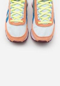 Reebok Classic - PRINCESS - Zapatillas - sun baked orange/glass blue/green - 5