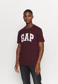 GAP - T-shirt con stampa - pinot noir - 0