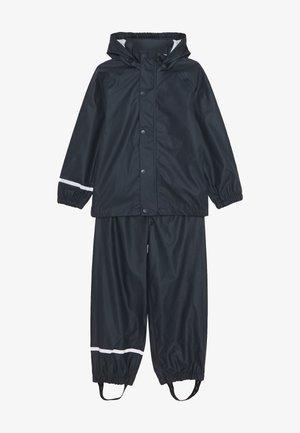 NKNDRY RAIN SET UNISEX - Rain trousers - dark sapphire