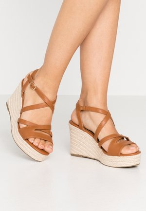 Sandaler med høye hæler - cognac