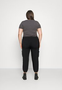 Missguided Plus - CARGO - Relaxed fit jeans - black - 2