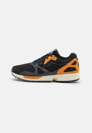 ADIC ZX PRIMEBLUE - Golfschoenen - core black/grey one/focus orange