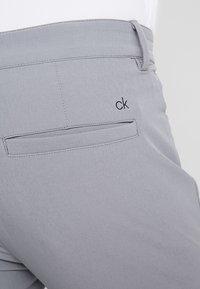 Calvin Klein Golf - GENIUS TROUSERS - Sports shorts - silver - 5