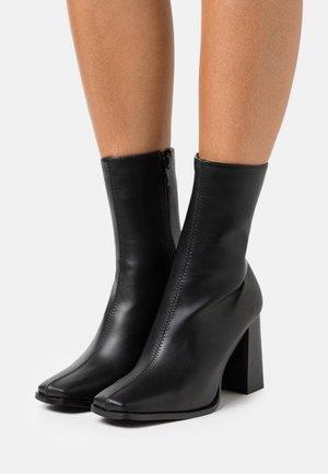 KANIKA - Korte laarzen - black