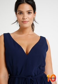 Little Mistress Curvy - ROSE NECK MAXI DRESS - Ballkjole - navy - 4