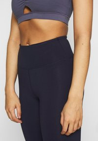 Cotton On Body - ACTIVE CORE CROPPED - Medias - navy - 4