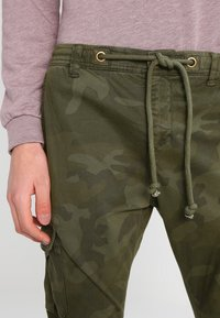 Urban Classics - Cargo trousers - olive - 3