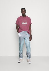 Blood Brother - SLOGAN TIE DYE JOGGERS UNISEX - Pantalon de survêtement - mint - 1